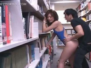 Kütüphane kaslı ipek ile sıcak anal creampie tramp içinde
