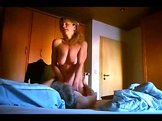 Manuela reitet zum orgasmus