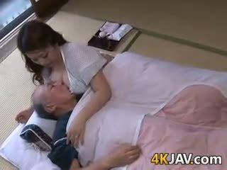 बस्टी जपानीस हाउसवाइफ