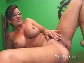 Old perv fucks maly maly as mom aku wis dhemen jancok naked brunette mommy watches