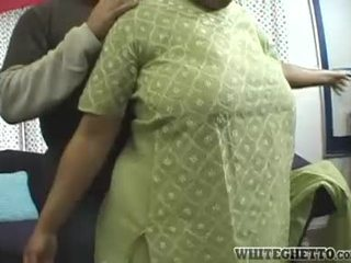 India milf loves ini dia bf adalah having kesenangan sekitar dia besar buah dada