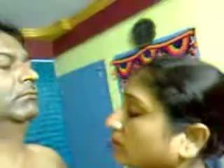 Σέξι σπιτικό ινδικό ώριμος/η μαλλιαρό ζευγάρι σεξ τσιμπούκι mms
