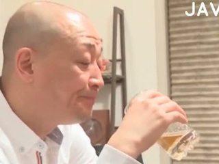 πραγματικότητα, ιαπωνικά, χύσιμο