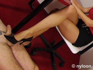 Νάιλον pantyhosed γραμματέας gives μαλακία με παπούτσια και μαλακία με τα πόδια