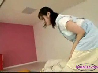 Asiática gaja masturbação enquanto licking masturbação feminina a dormir você
