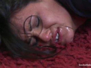 Pechugona chicas llegar castigada por hung policeman