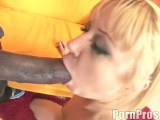 Dourado haired wench aaralyn barra receives dela boca ripped por um monstro caralho