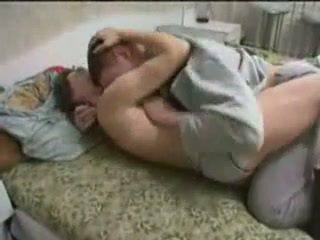 Berusad momen körd av henne son