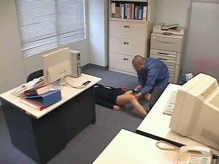 Nadrogované a used na kancelária video