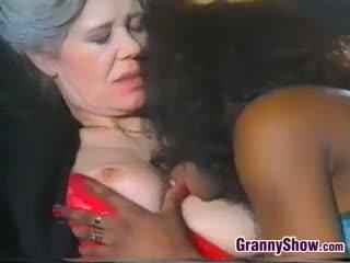 Lesbo mummi loves makea musta pillua
