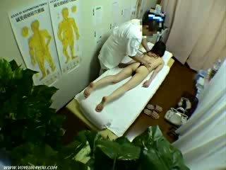 Nieprzyzwoity masaż therapist
