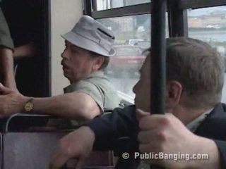 Jemagat öňünde sexon the awtobus