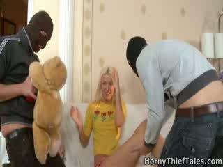 Masked boys magkantot kaakit-akit irene sa kanya room.