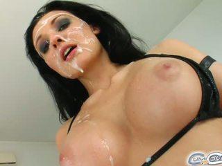 bruneta, veľké prsia