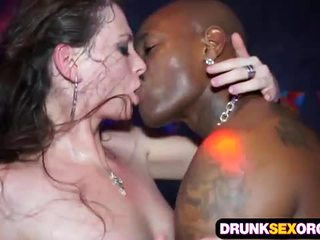 Orgia Sexual Com Bêbedos