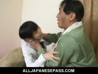 Minami asaka đáng yêu á châu búp bê plays với cô ấy to vegetables