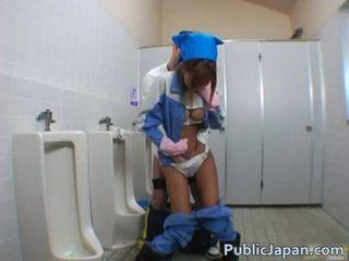 Asiática mamada en público
