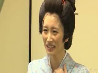 Azijietiškas geisha shows papai ir pyzda