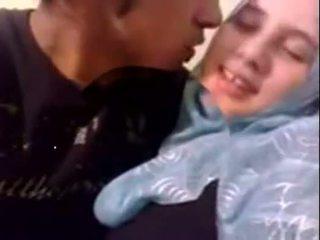 Amatör dubai kåta hijab flicka körd vid hem - desiscandal.xyz