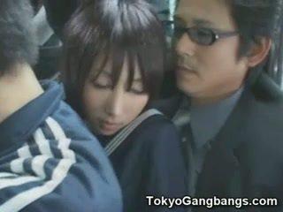 Naive κορίτσι του σχολείου σε tokyo λεωφορείο!