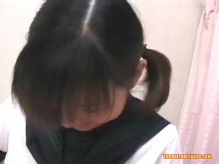 Asiatico scuola mista masturbare pelosa miele pot
