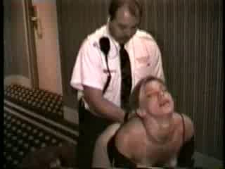 Hustru körd av hotell säkerhet guard video-