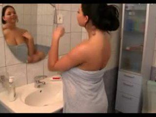 prsa, velká prsa, sprchy