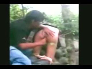 Indonesia- jilbab hijab dívka fucked podle bf v a džungle