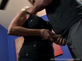 Grande boobie avó vikki vaughn likes coarse grande caralho sexo