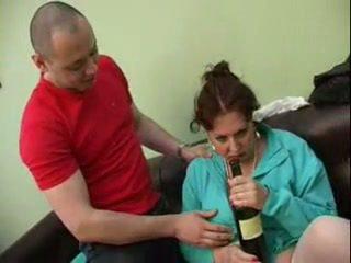 Guy follada su borracha mamá