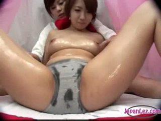 Asijské dívka v panty massaged s olej kozičky rubbed kočička fing