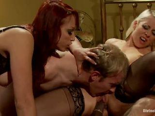 Two prouad having funtime kohta alistuv bloke ja afro dude sisse dame domineerimine
