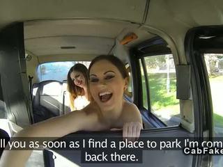 Amatieri lesbietes uz fake taxi aptaustīšana