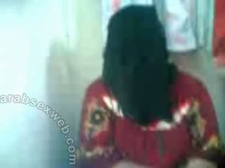 Arab hottie で hijab exposes pussy-asw577