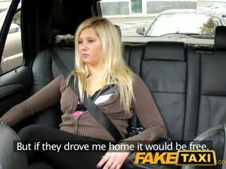 Faketaxi chatte dripping sur grand thick bite