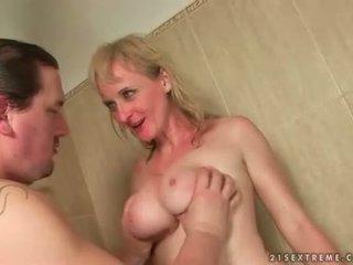 Two guys jebanie a čúranie na nemravné babka