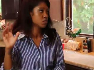 Блондинки тийн worships черни момиче roommate