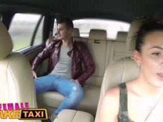 Femalefaketaxi 熱 cabbie wants 到 得到 性交 和 有 附帶 所有 以上 她的 完美 奶 視頻