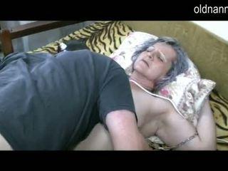 Vecchio nonnina ottenere fica licked da giovane guy video