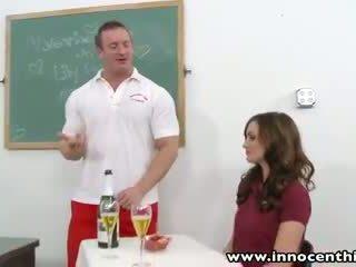 sa raseeritud kvaliteet, koolitüdruk kontrollima, vaatama ühtne värske