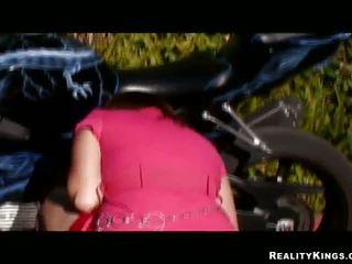 Bercampur-campur race pulverizing untuk bike loving gal alice bell