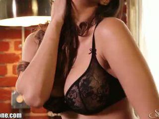 Sunny leone's nero lingerie