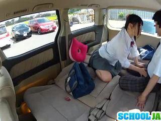 Japonská školačka banged v a parking množství