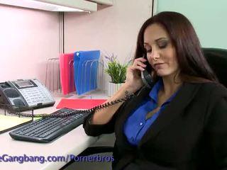 Kink: ผมสีบรูเนท วิปริต โดย เธอ ทำงาน colleagues