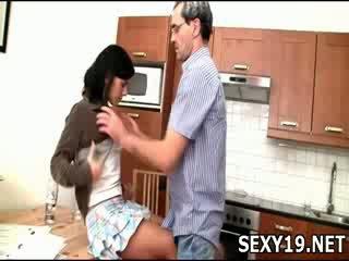 Vilain fille gets baisée sideways