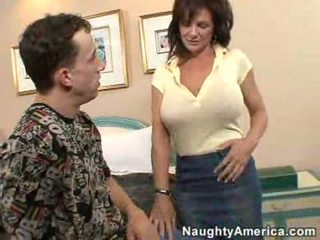 Deauxma gets dia bokong kacau oleh sebuah muda tiang