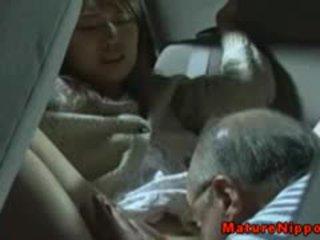 Японська зріла матуся gets oralsex