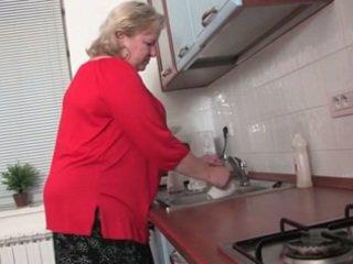 脂肪 奶奶 在 该 厨房 r20