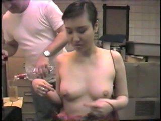 Korean ex-model slumming it ngisep dicks in a bar: porno 2b