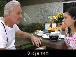 Oldje: дідусь david pounds a гаряча підліток в його yard